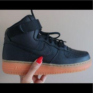 Nike Women's Air Force 1 High SE.